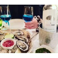 蓝葡萄酒与海鲜